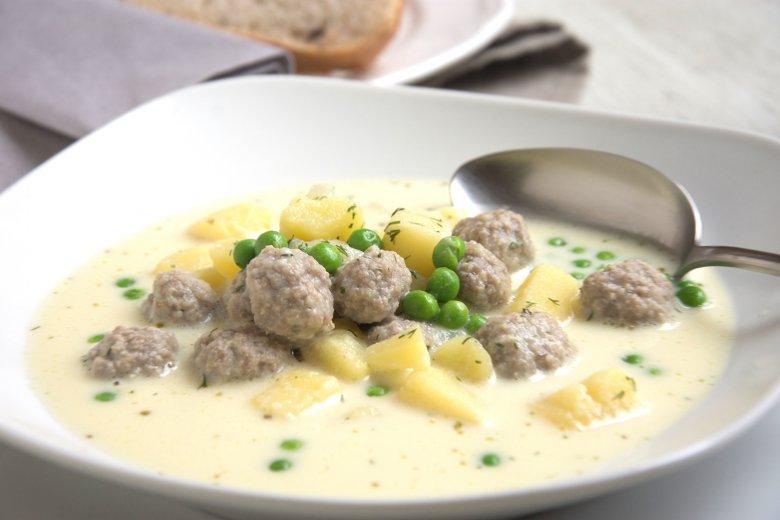 Kartoffelsuppe mit Erbsen und Fischklößchen