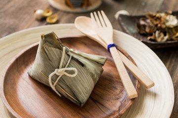 Zongzi mit roten Bohnen und Datteln