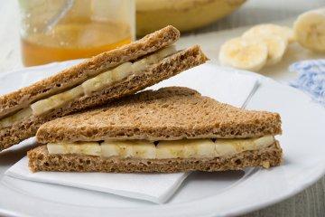 Süßes Mandel-Bananen-Sandwich