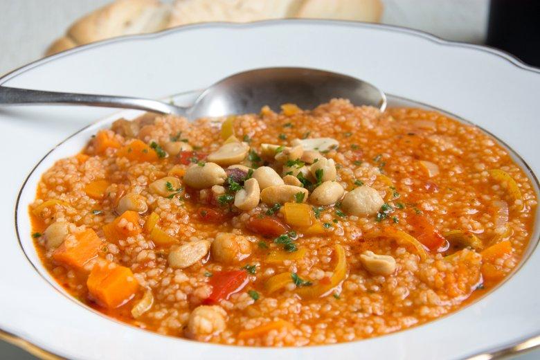 Eintopf mit Couscous und Erdnüssen