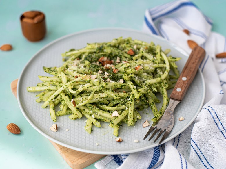 Kohlrabinudeln mit Pesto