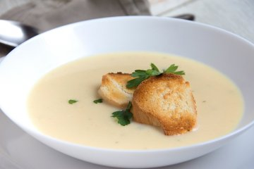 Sellerie-Cremesuppe mit Apfel
