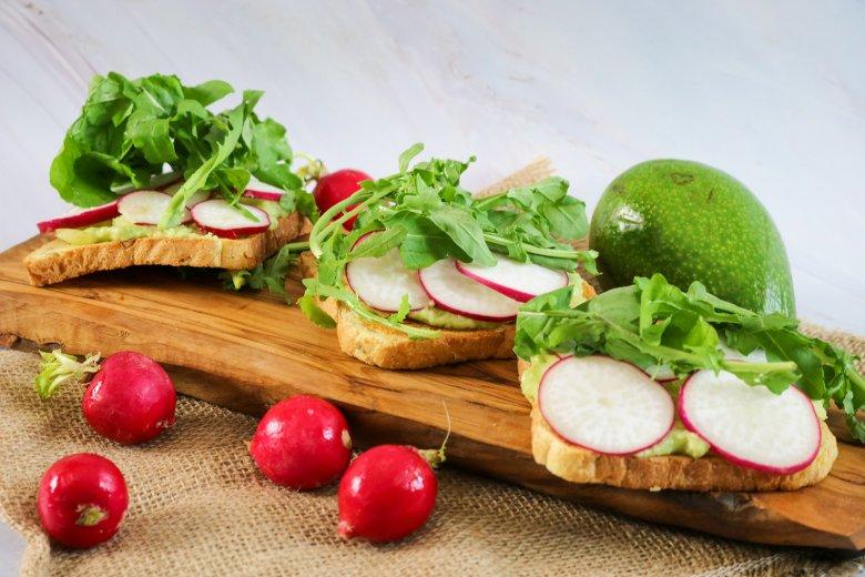 Veganes Avocado-Radieschen-Sandwich