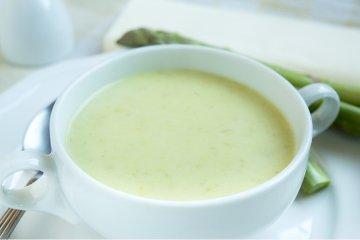 Grüne Spargel-Mandel-Suppe