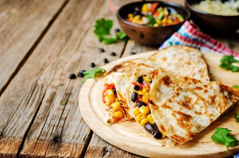 Quesadillas mit schwarzen Bohnen und Mais