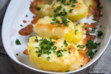 Überbackene Kartoffeln mit Schnittlauch