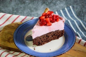 Gefrosteter Käse-Erdbeer-Kuchen