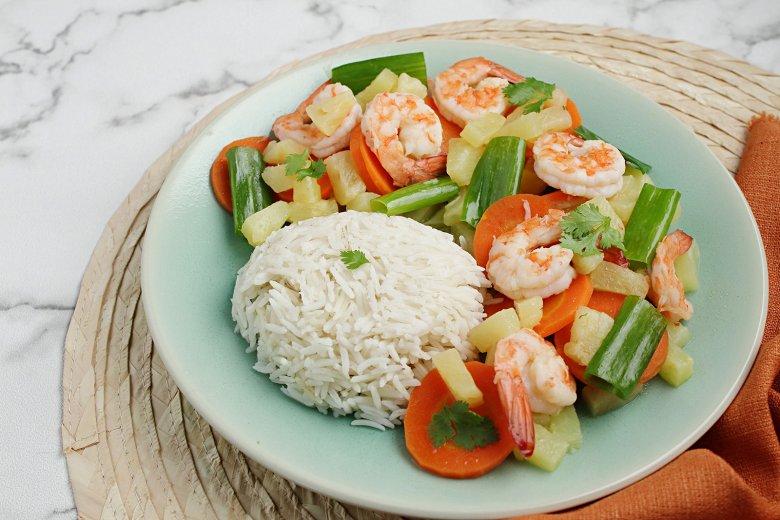 Reis mit Garnelen und Ananas