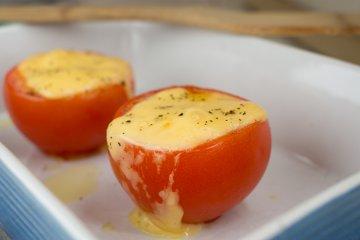 Tomaten mit Käsehaube