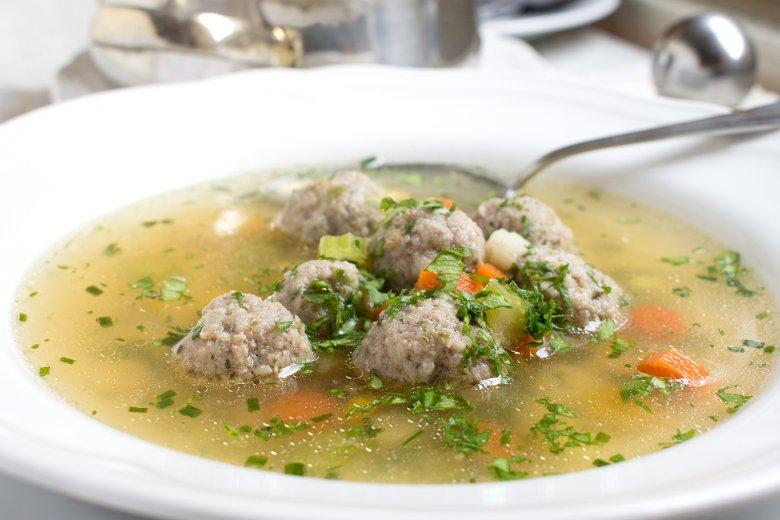Gemüsesuppe mit Fleischklößchen