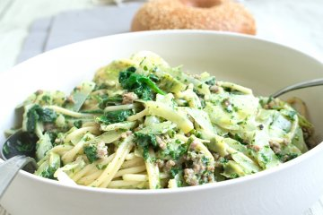 Spaghetti mit grüner Sauce