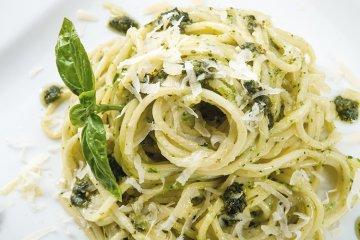Spaghetti mit Spinatpesto