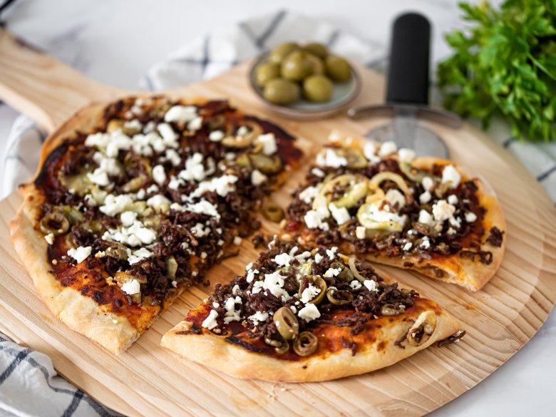 Griechische Hackfleischpizza