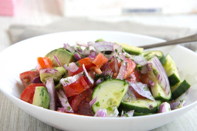 Gurken-Tomaten-Avocado-Salat