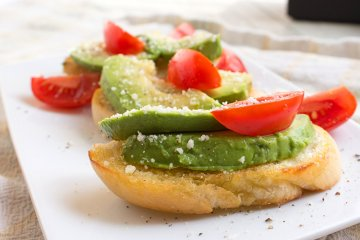 Avocado-Crostini