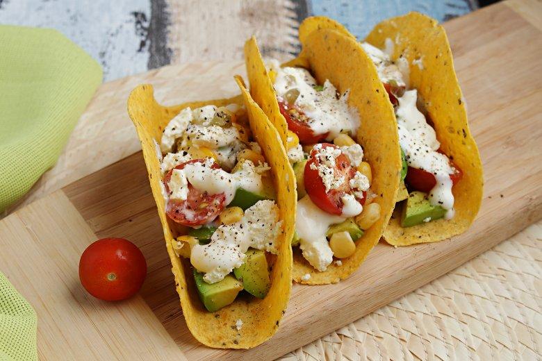 Knusprige Tacos mit bunter Feta-Füllung