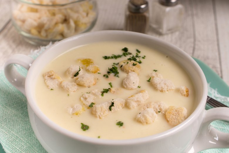 Weißweinsuppe mit Croûtons