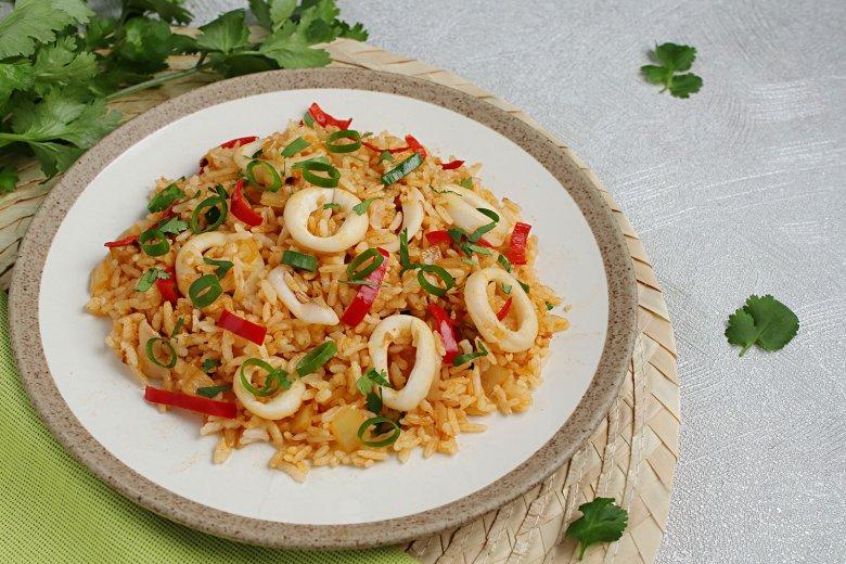 Gebratener Reis mit Tintenfisch