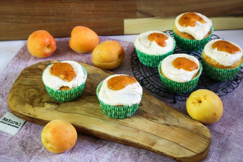 Quarkmuffins mit Aprikosentopping