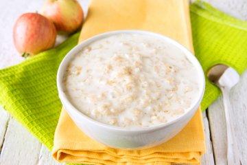 Milchbrei mit Getreideflocken