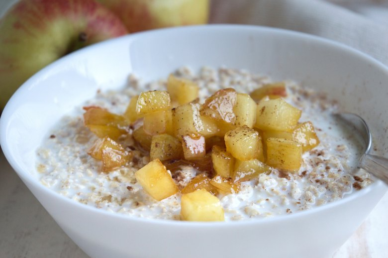 Veganer Bratapfel-Karamell-Porridge