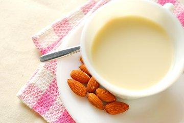 Orientalische Mandelmilch
