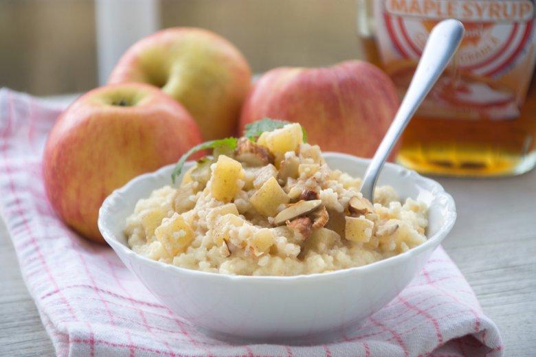 Porridge mit Apfel, Zimt und Hirse