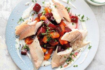 Rote Bete-Salat mit Räucherforelle