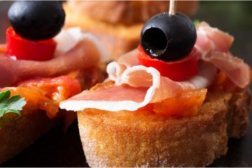 Tomaten-Baguette mit Serrano-Schinken