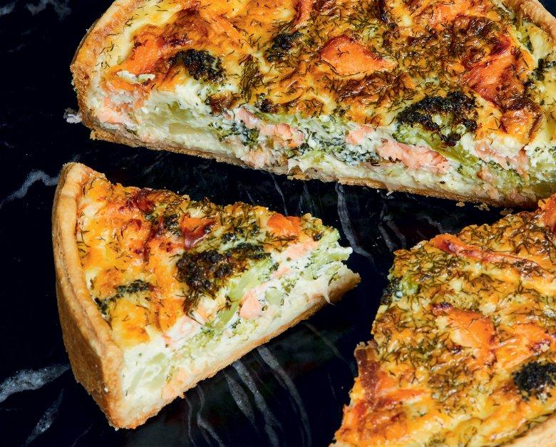Quiche mit Räucherlachs und Brokkoli