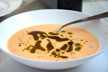 Leichte vegane Kürbissuppe