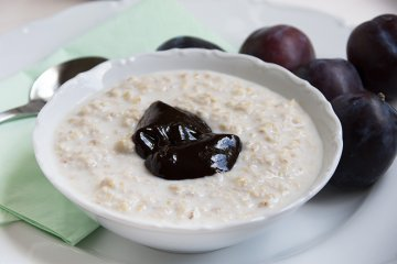 Veganer Pflaumen-Zimt-Porridge