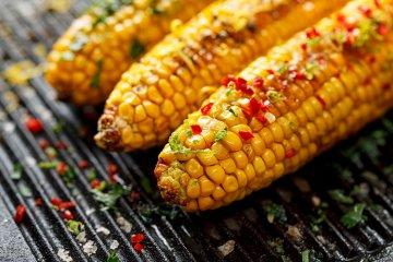 Gegrillter Mais mit Chilibutter