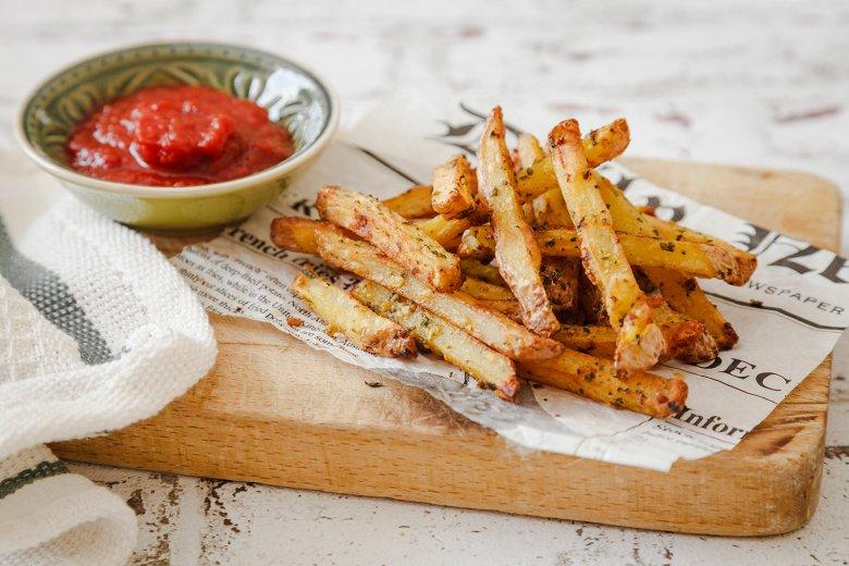 Bärlauch-Kartoffel-Stifte mit Ketchup