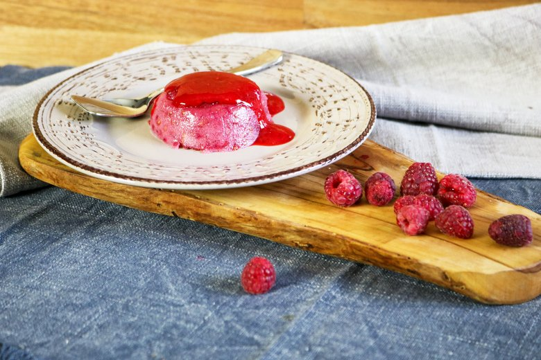 Himbeer-Wackelpudding mit Buttermilch