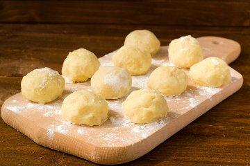 Selbstgemachte Kartoffelklöße