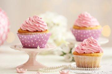 Prinzessinnen-Cupcakes mit weißer Schokolade