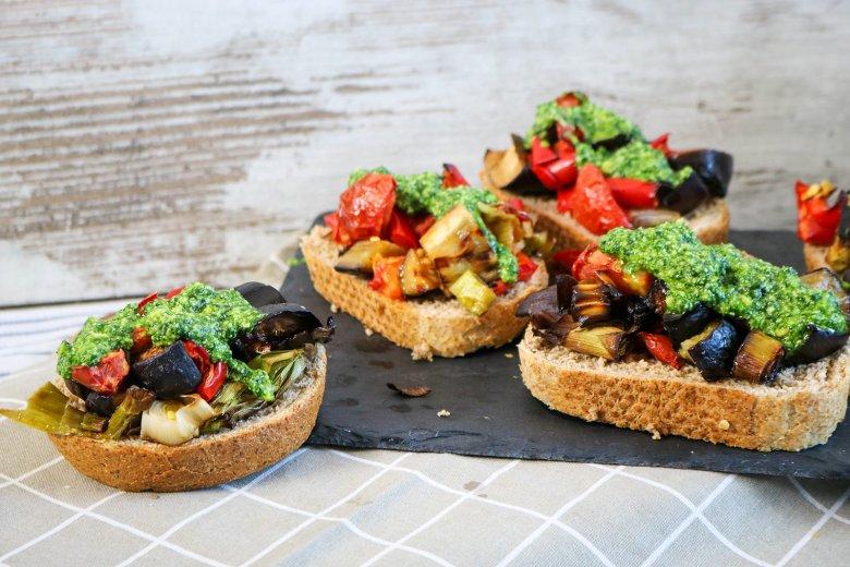 Gebratenes Gemüse mit Spinatpesto