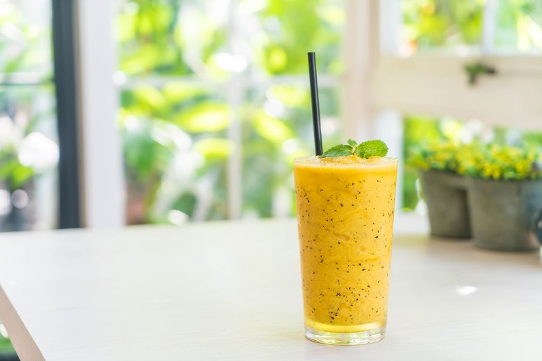 Power-Smoothie mit Mango