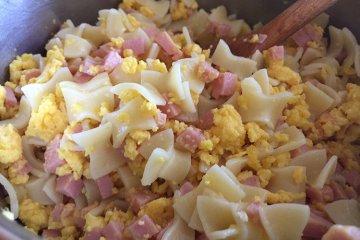 Wurstfleckerl mit Ei