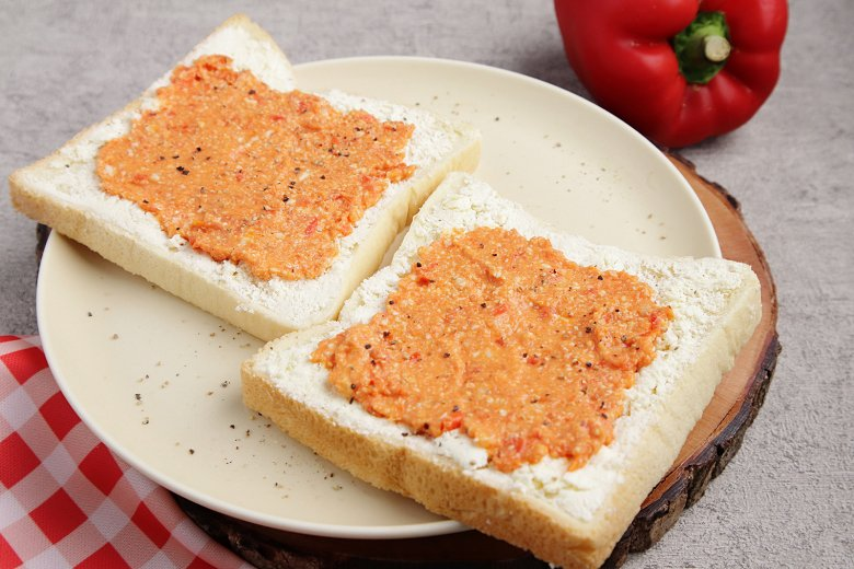 Ziegenkäse-Aufstrich mit Paprikacreme