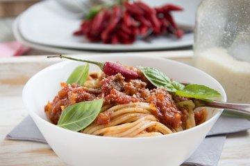 Spaghetti mit scharfer Tomatensauce
