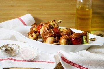 Gemüsespieße mit Erdnusssauce