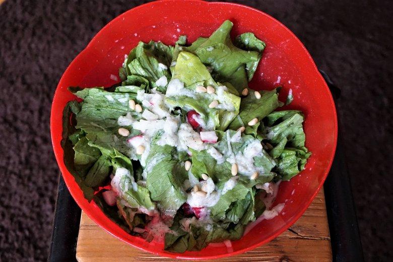 Kopfsalat mit Gurkensauce