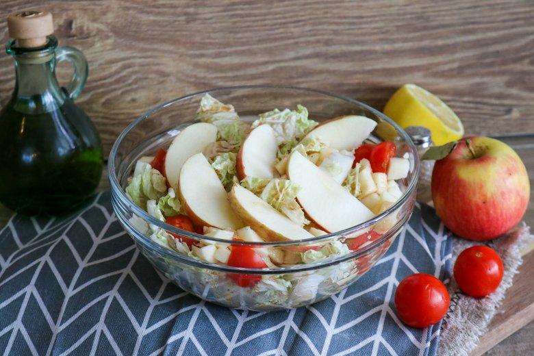 Romana-Salat mit Apfel-Balsamico