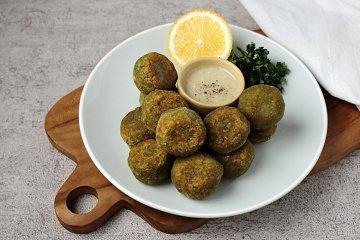 Falafel mit Tahinsauce