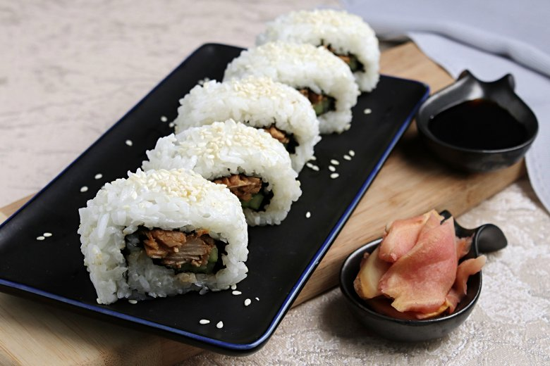 Uramaki Sushi mit Thunfisch