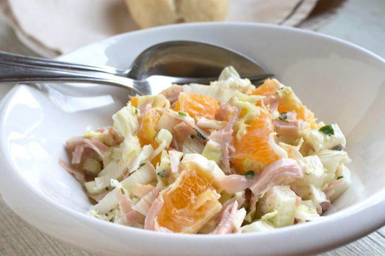 Salat mit Chinakohl und Frischkäse
