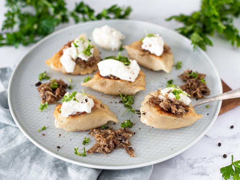 Piroggen mit Sauerkraut und Pilzen