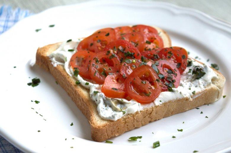Sandwich Tomate-Basilikum